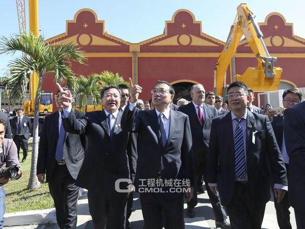 李克强总理在里约参观中国装配制造展时对徐工巴西给予高度肯定