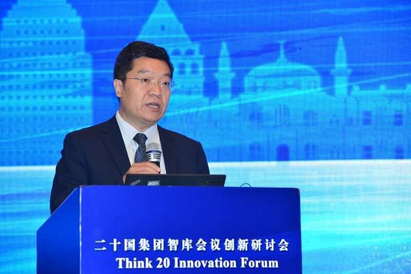 中国科学技术交流中心陈家昌主任主持开幕式