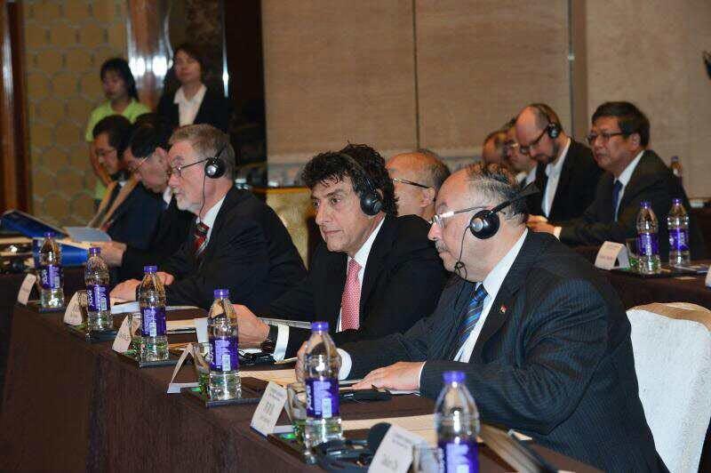 嘉宾墨西哥总统科技创新首席顾问埃利亚斯•米查先生、埃及高教科研部副部长埃萨姆•哈米斯先生听会